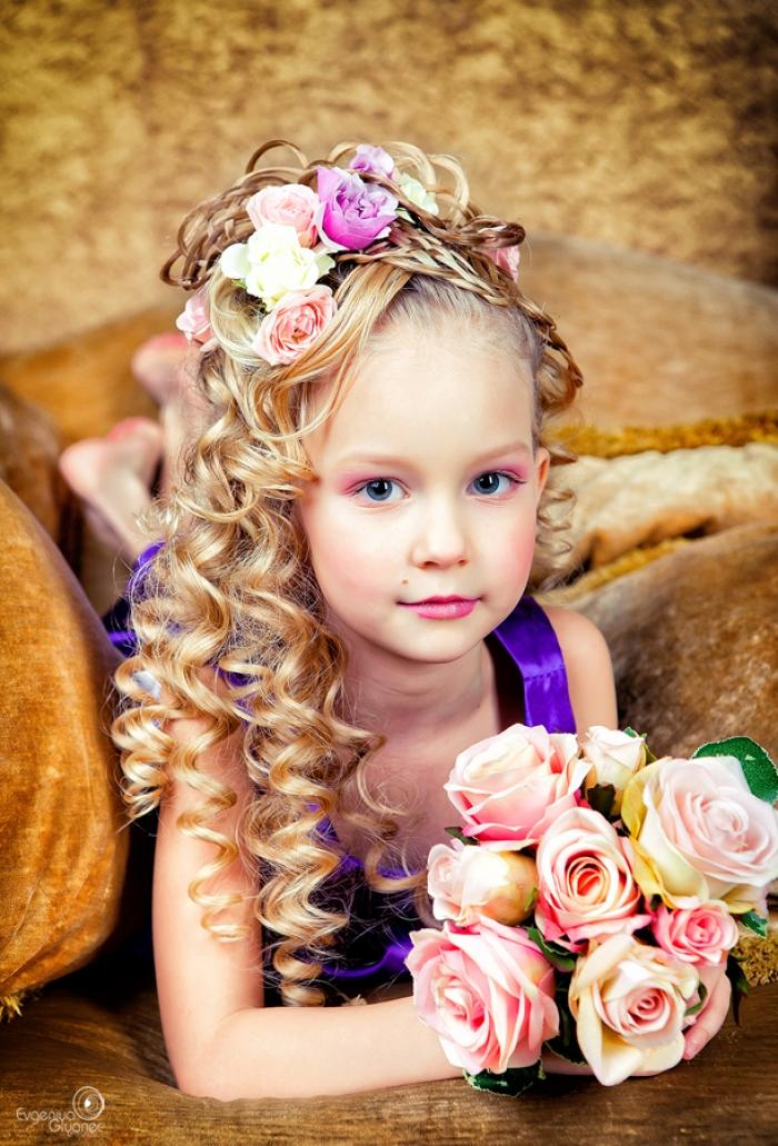 Прическа из локонов для девочки